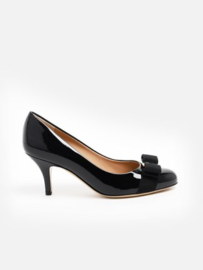 SALVATORE FERRAGAMO - BLACK CARLA PUMPS